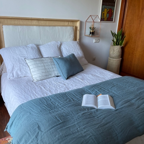 Pie de cama lino azul