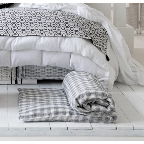 Pie de cama lino blanco y negros